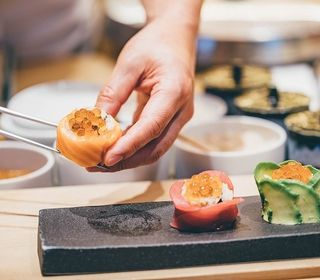 相模湾岸で穫れた新鮮な魚介類、地元の新鮮な農産物を使ったお料理を作ります。
