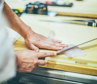 季節の一品料理から会席料理まで、四季折々の新鮮な素材でおもてなしです。