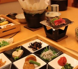 料理は熱海の地だからこそ味わえる海産物を中心に、季節の日本料理でおもてなしをお願い致します。