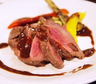 肉料理と魚料理のWメインにてご堪とライブキッチンにて色とりどりの旬菜を使った料理のお手伝い。