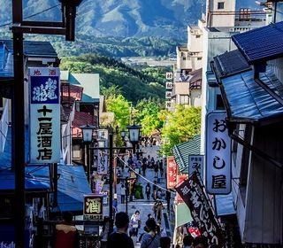 日本三大うどんの一つ「水沢うどん」をはじめ、温泉まんじゅう「湯の花まんじゅう」。など、休みの日は渋川のグルメをご堪能ください。